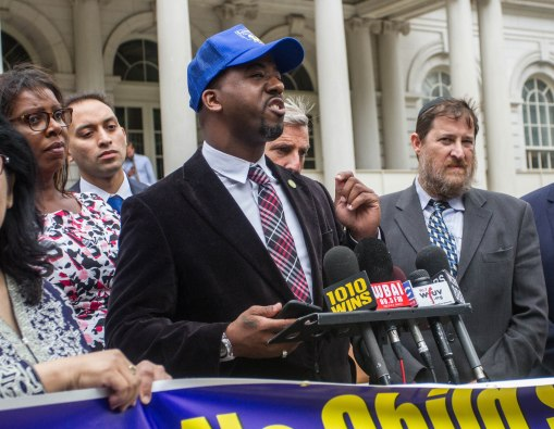 Local 372 Local President Donald Nesbit speaks at a City Hall press conference on Sept. 6 in support of legislation to provide halal and kosher for food for Muslim and Jewish students and New York City schools. Photo: Mike Lee